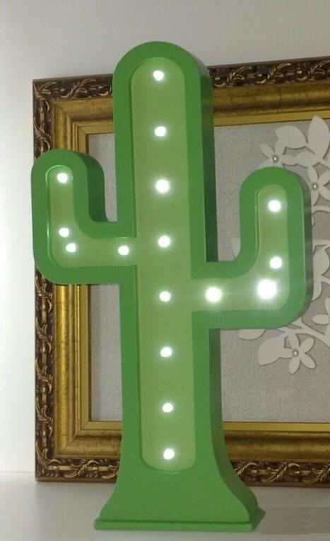 Luminária de Mesa Cactos na cor verde