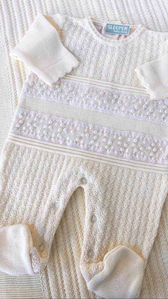 Saída de maternidade tricot off com pérolas